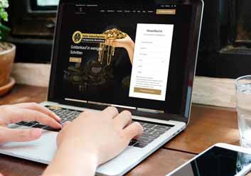 Über ein Notebook wird online ein Formular ausgefüllt